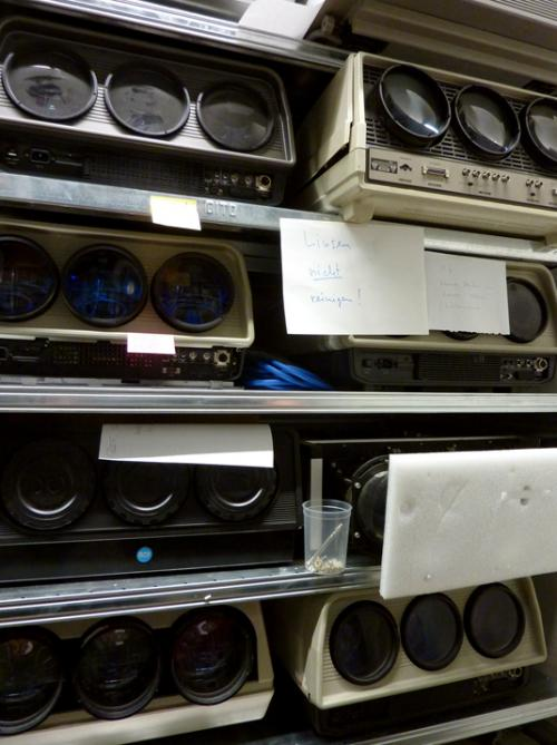 Different CRT tritube projectors from the HKB / AktiveArchive reference collection. Photo : PACKED vzw.